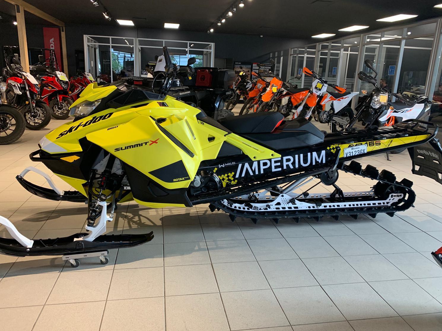 INS00050 Ski-Doo SUMMIT X 850 ETEC 2020