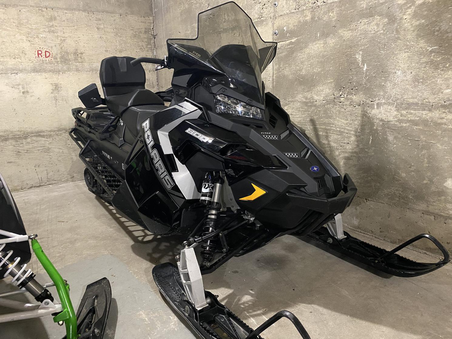 2018 Polaris 800 Titan 155 20 pouces