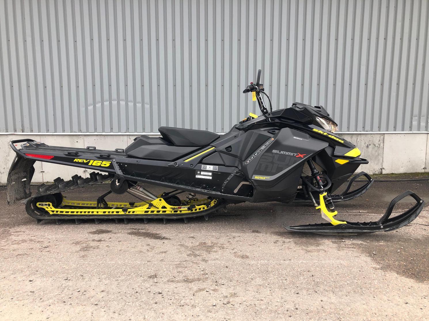 2017 Ski-Doo SUMMIT X 850, 165