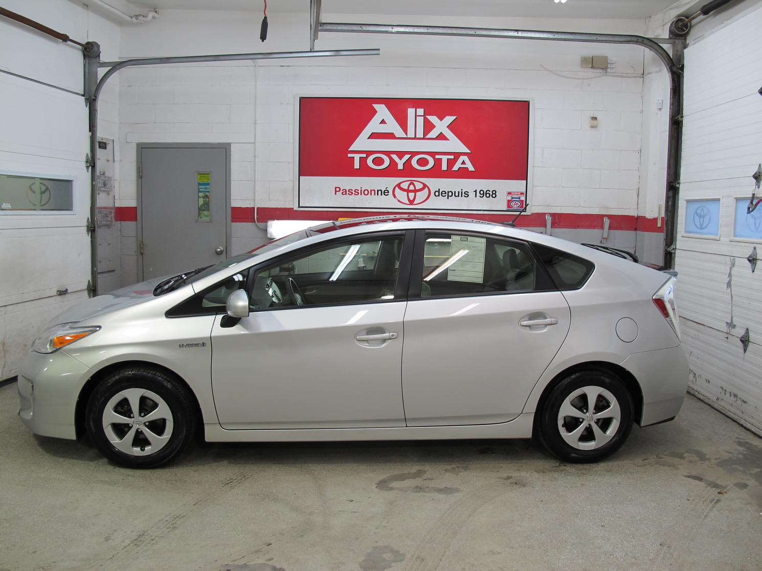 Toyota Prius HYBRIDE + GROUPE PANNEAUX SOLAIRE 2015