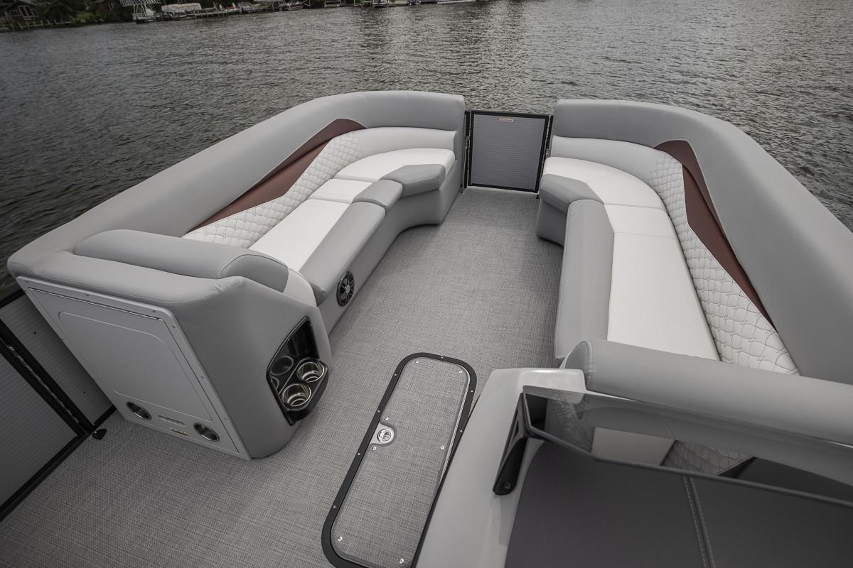 2021 Manitou Pontoon boat for sale, model of the boat is ENCORE & Image # 5 of 7