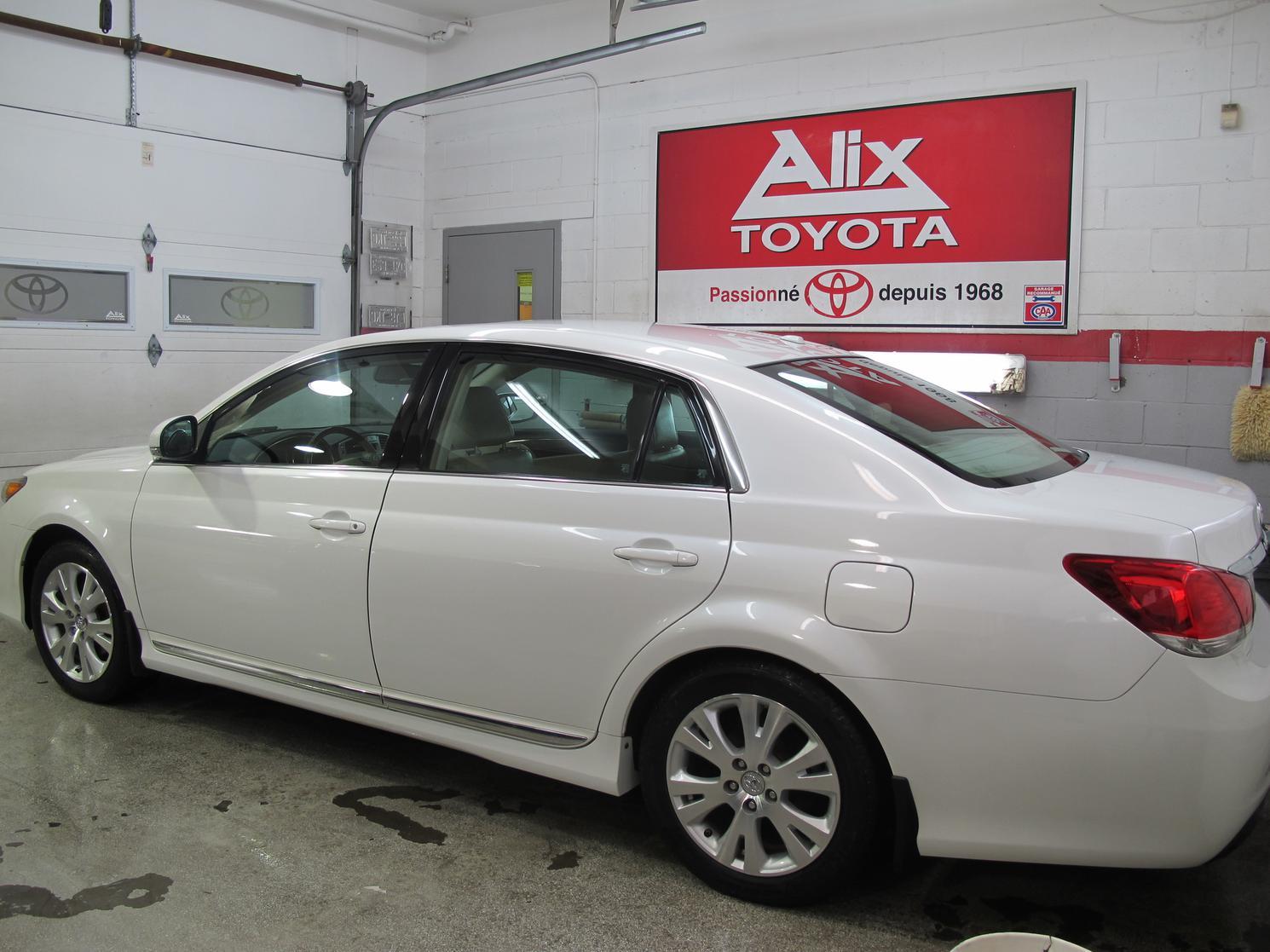 Toyota Avalon XLS 2011