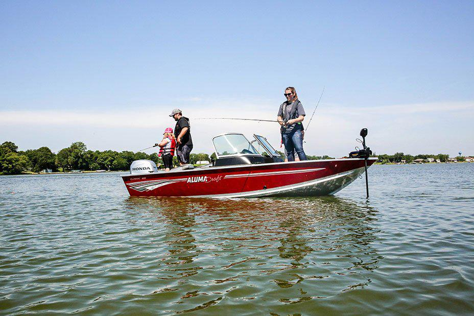 2021 Alumacraft boat for sale, model of the boat is Alumacraft Classic 165 Sport & Image # 3 of 6