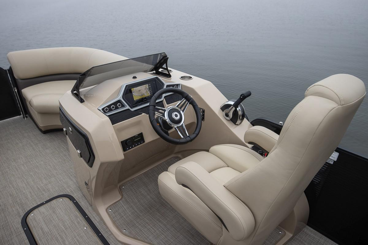 2021 Manitou Pontoon boat for sale, model of the boat is OASIS & Image # 5 of 7