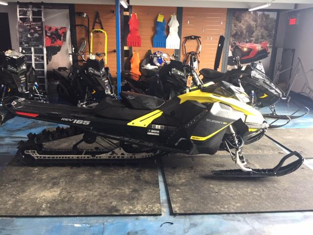 2017 Ski-Doo SUMMIT SP 154