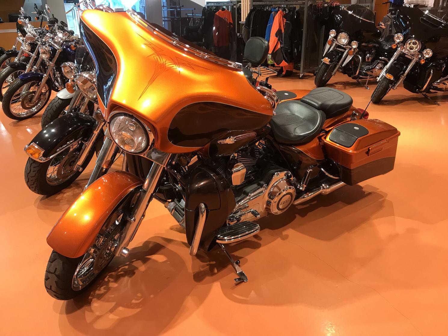 Harley Davidson FLHXSE 2012
