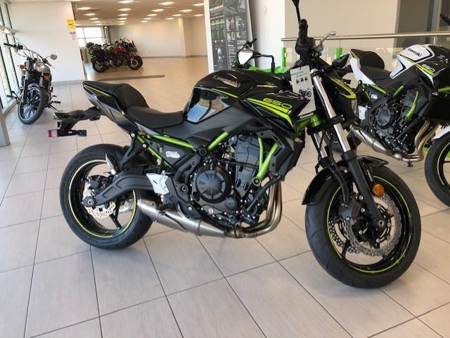 Kawasaki Z650 SE (ER 650 KLF) 2020 - financement kaw. 3.99% terme 60 mois 52,00$ sem. taxes inclues