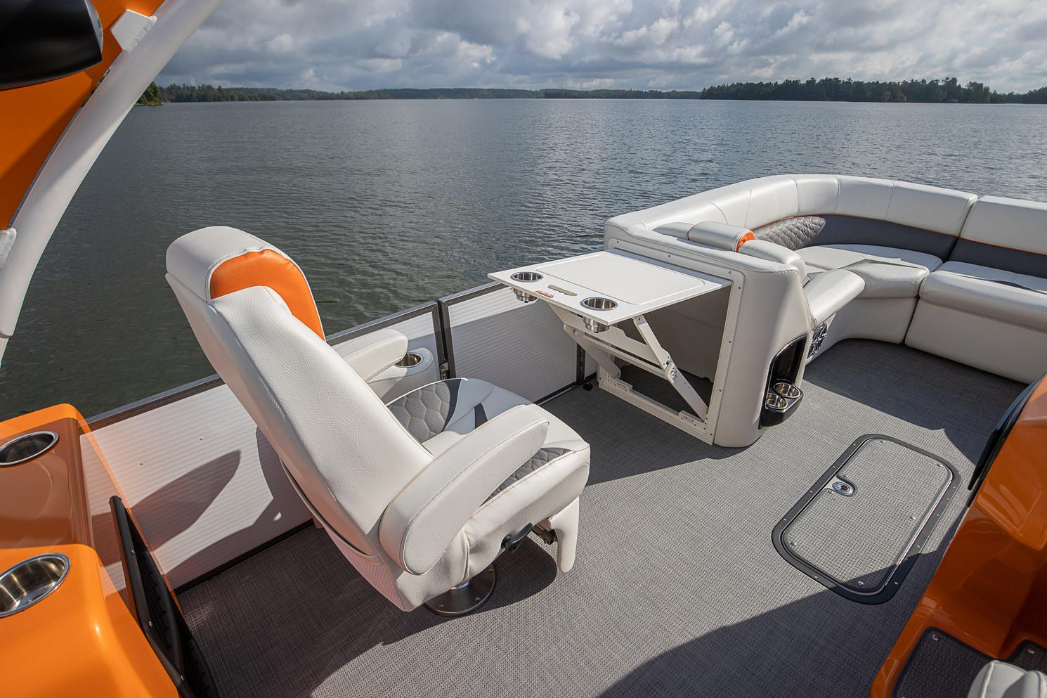 2021 Manitou Pontoon boat for sale, model of the boat is LX & Image # 6 of 15