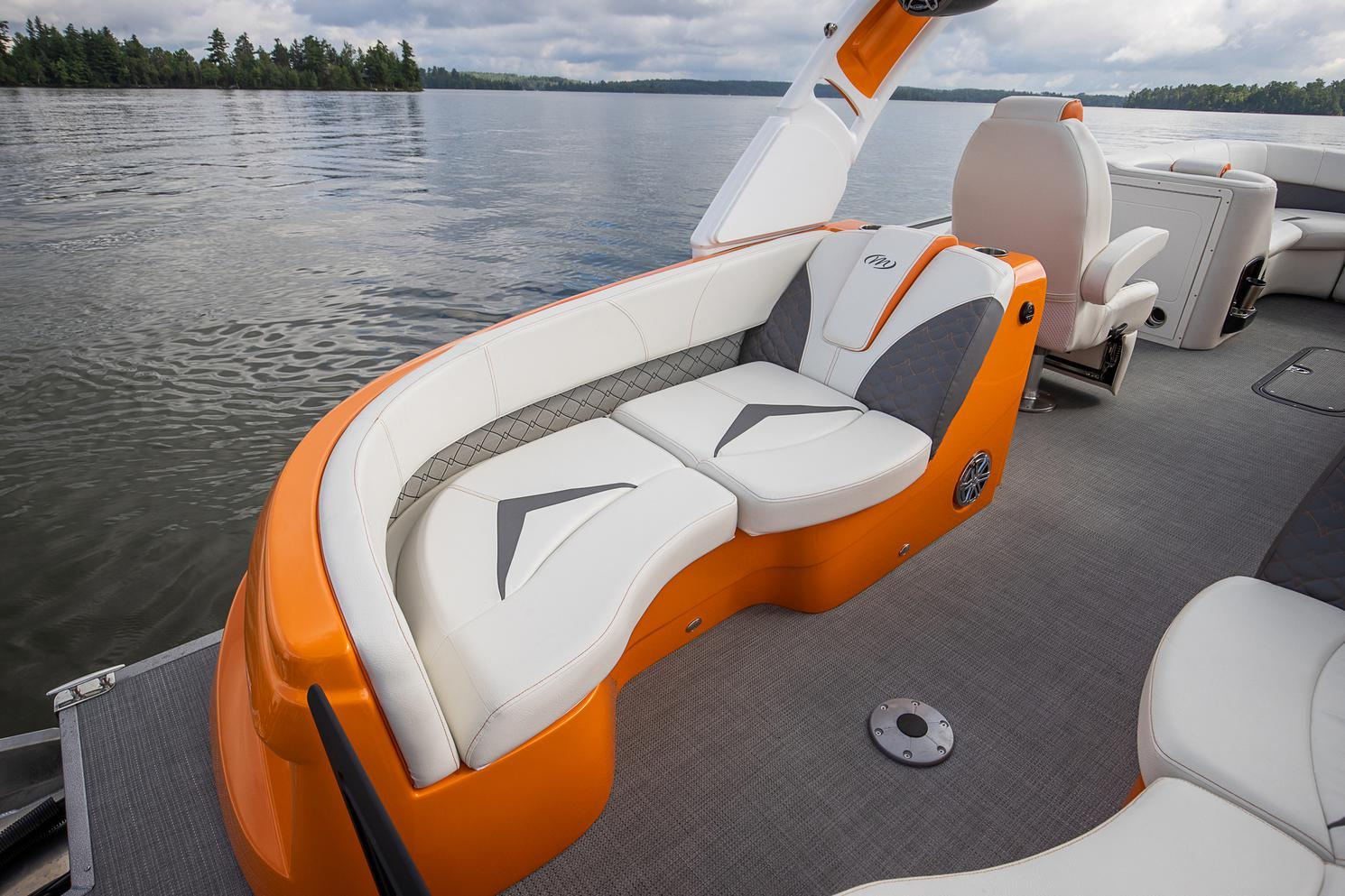 2021 Manitou Pontoon boat for sale, model of the boat is LX & Image # 13 of 15
