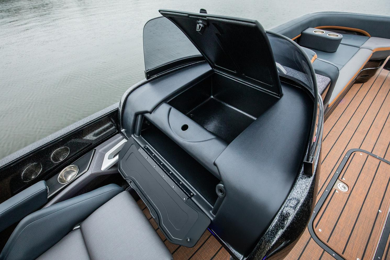 2022 Manitou Pontoon boat for sale, model of the boat is XT 27 & Image # 13 of 18