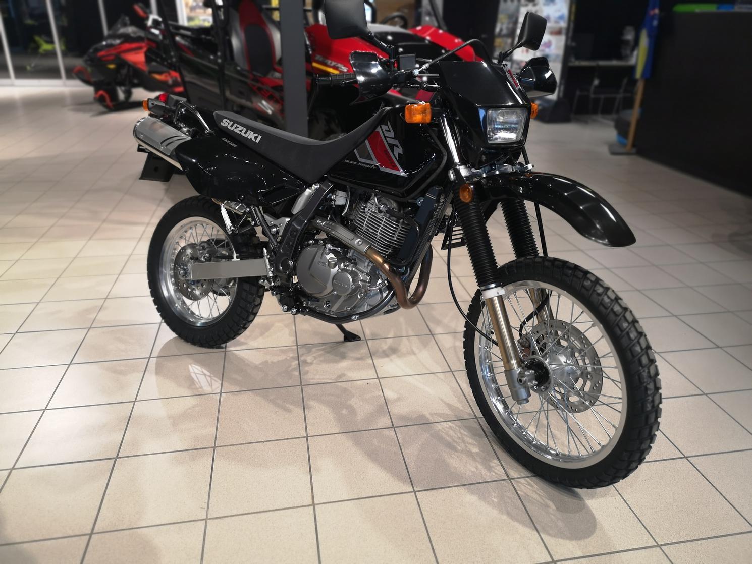 Suzuki DR 650 2021