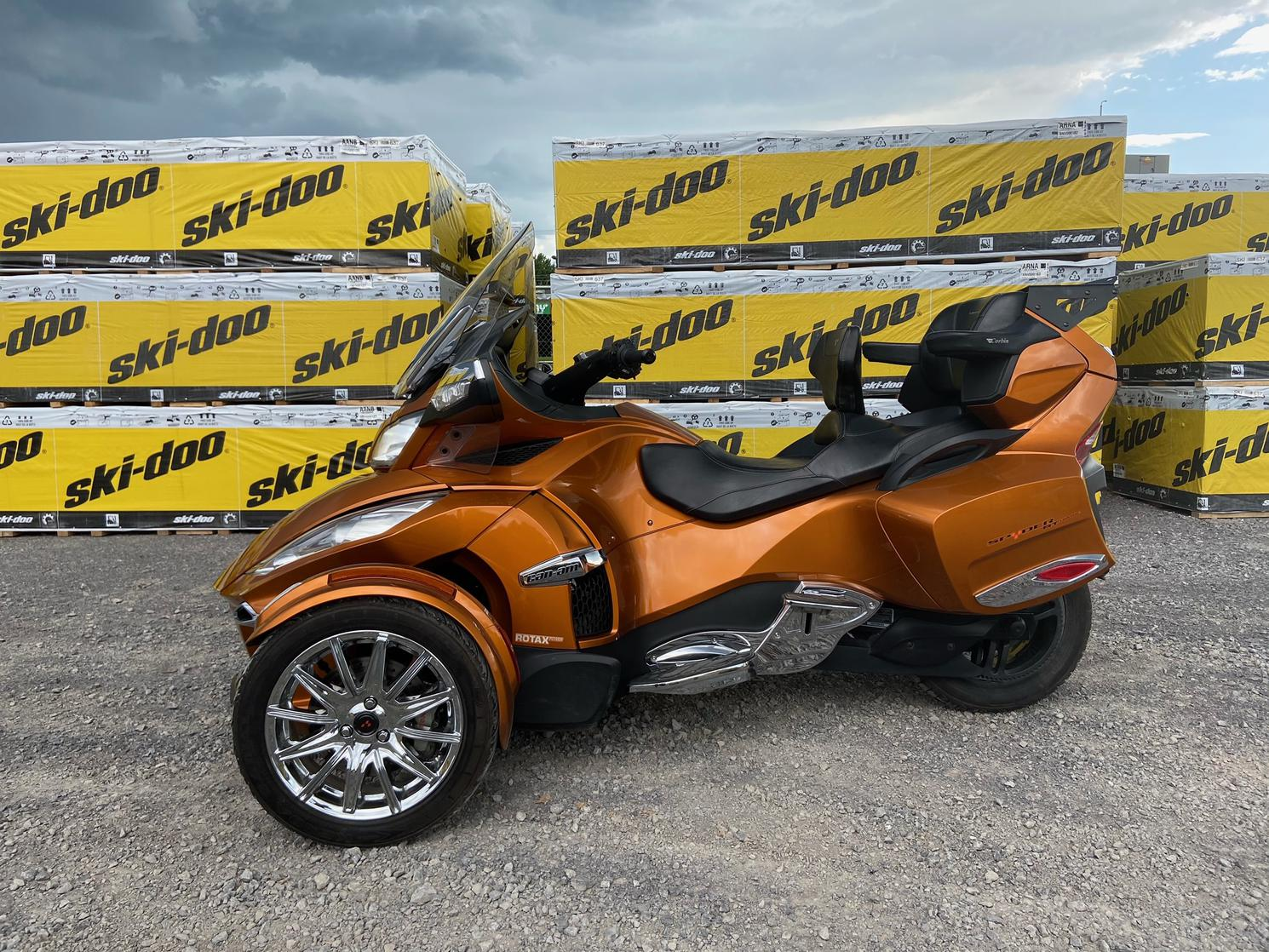 2014 Can-Am SPYDER RT LIMITED 1330 SE6