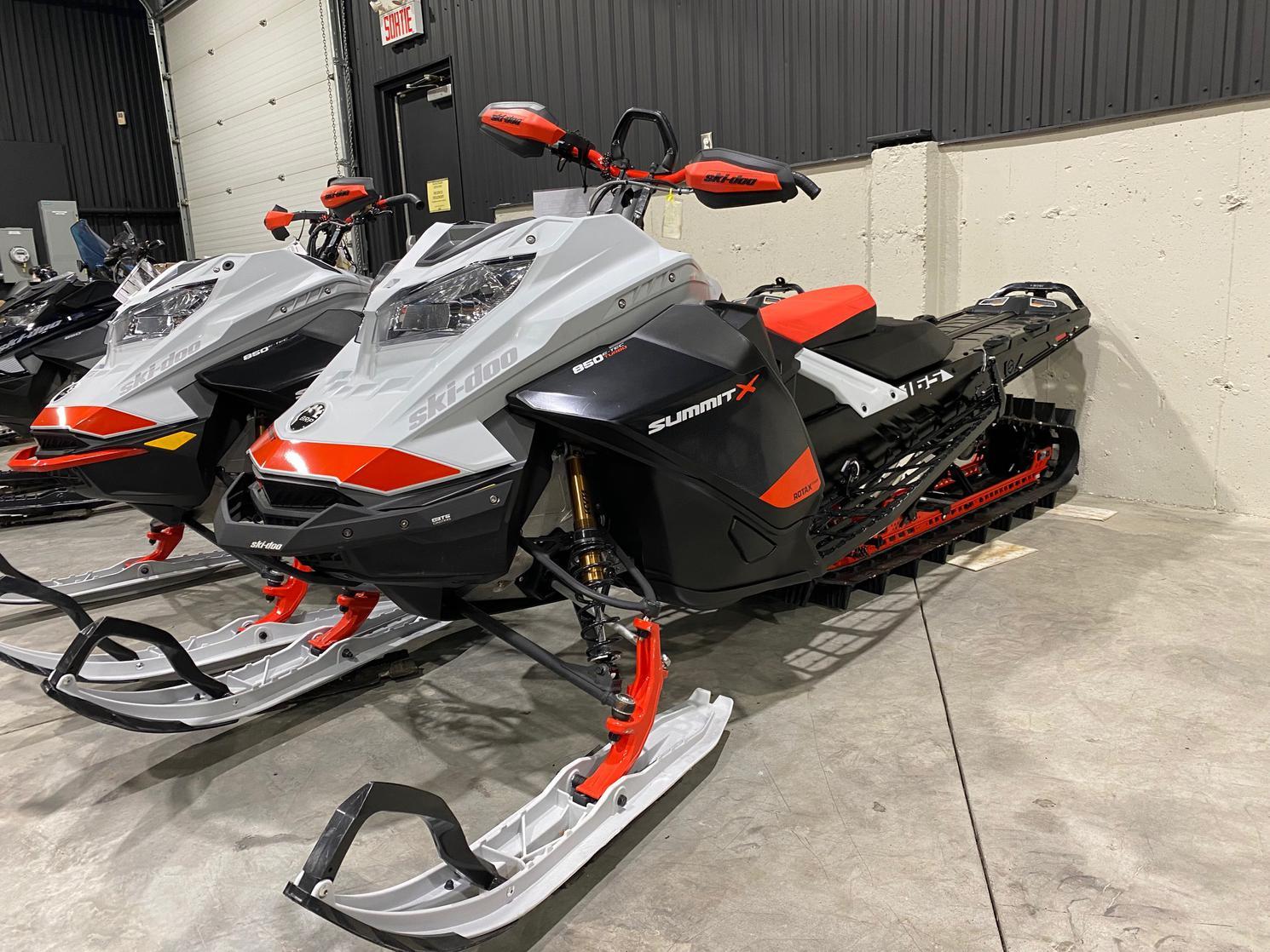 Ski-Doo Summit Xpert 850 TURBO 2021 - 165x3po