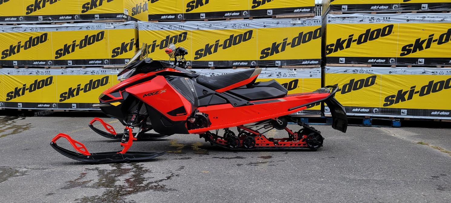 2021 Ski-Doo mxz x